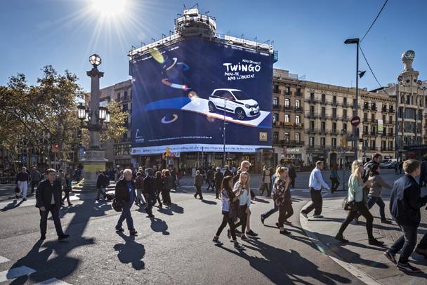 Foto: Lona publicitaria de gran formato. Campaña: Muévete con libertad, Renault Twingo.