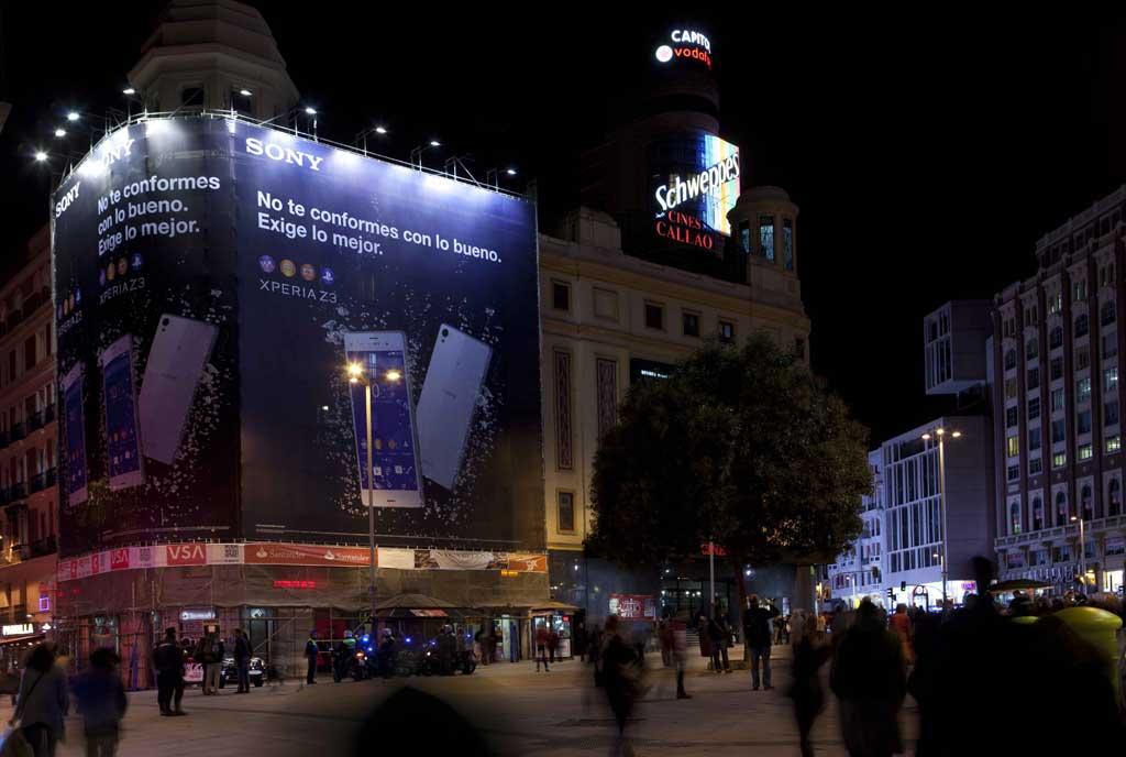 lona-publicitaria-madrid-callao-sony-xperia-z-3-noche-vsa-comunicacion