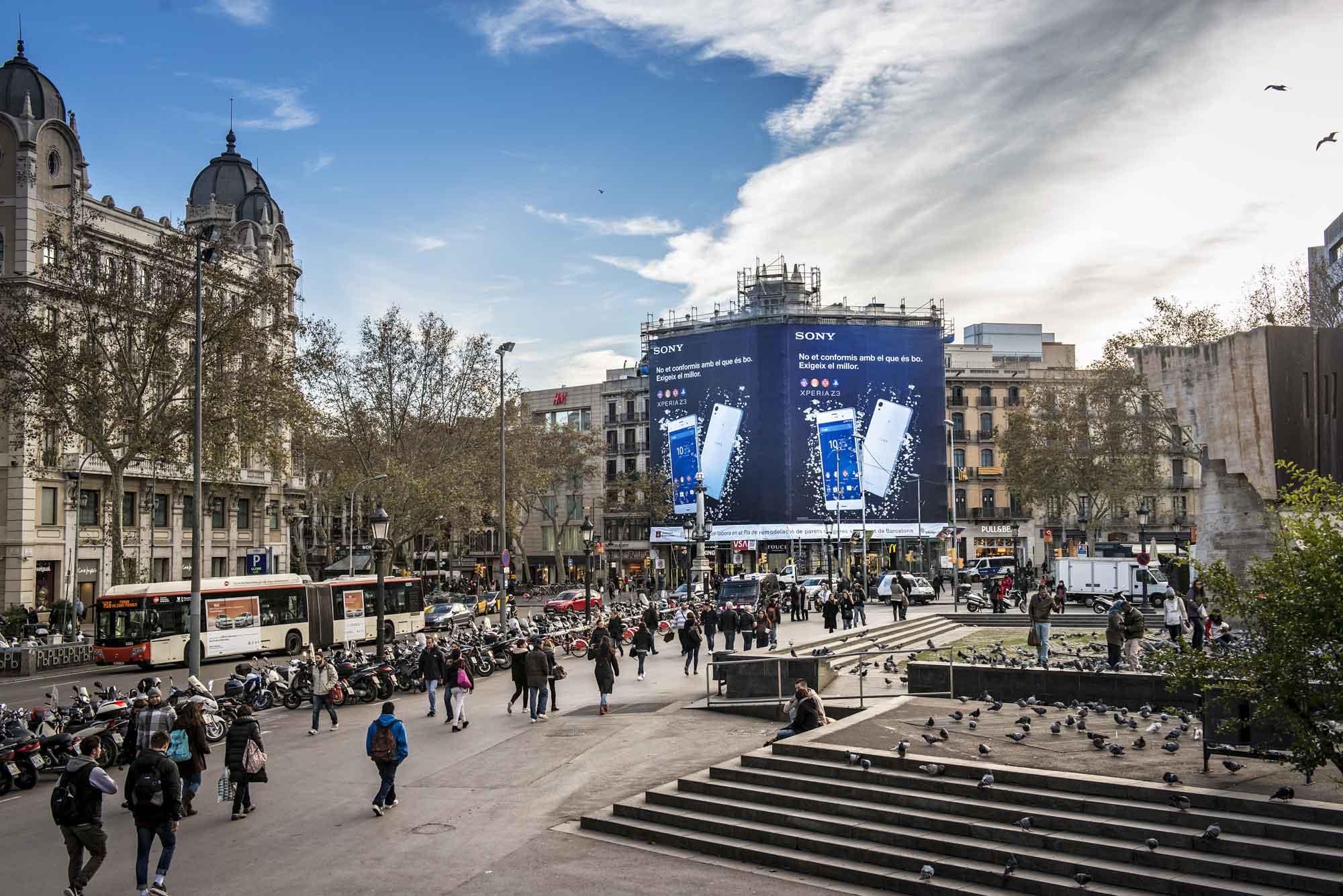 lona-publicitaria-barcelona-sony-xperia-z-3-dia-vsa-comunicacion