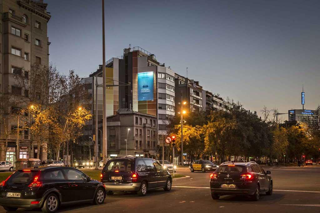 Publicidad Exterior: Circuito URVAN de Barcelona para publicitar ANDORRA, Pym's ubicados en las fachadas de céntricos edificios de la Ciudad Condal