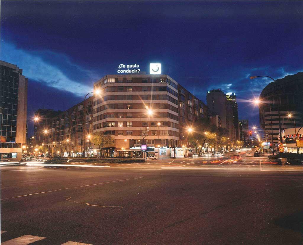 Publicidad Exterior: Rótulo BMW frente al ESTADIO SANTIAGO BERNABÉU - Madrid