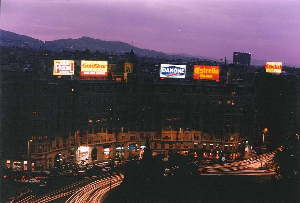 Publicidad Exterior: Los míticos rótulos de la PLAZA FRANCESC MACIA – Barcelona