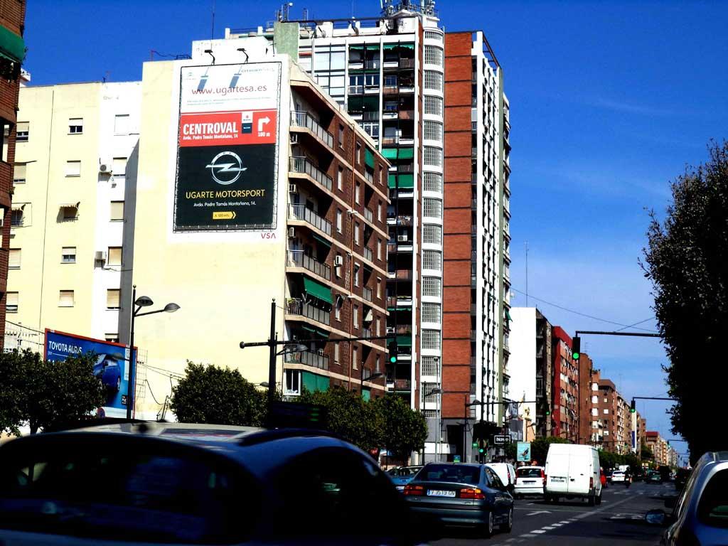 Publicidad Exterior: Pym en Valencia para CENTROVAL, UGARTESA, UGARTE y MOTORSPORT, ubicado en una pared medianera de un céntrico edificio