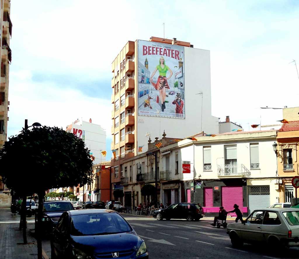 Publicidad Exterior: Pym's en Valencia para BEEFEATER, ubicados en paredes medianeras de céntricos edificios