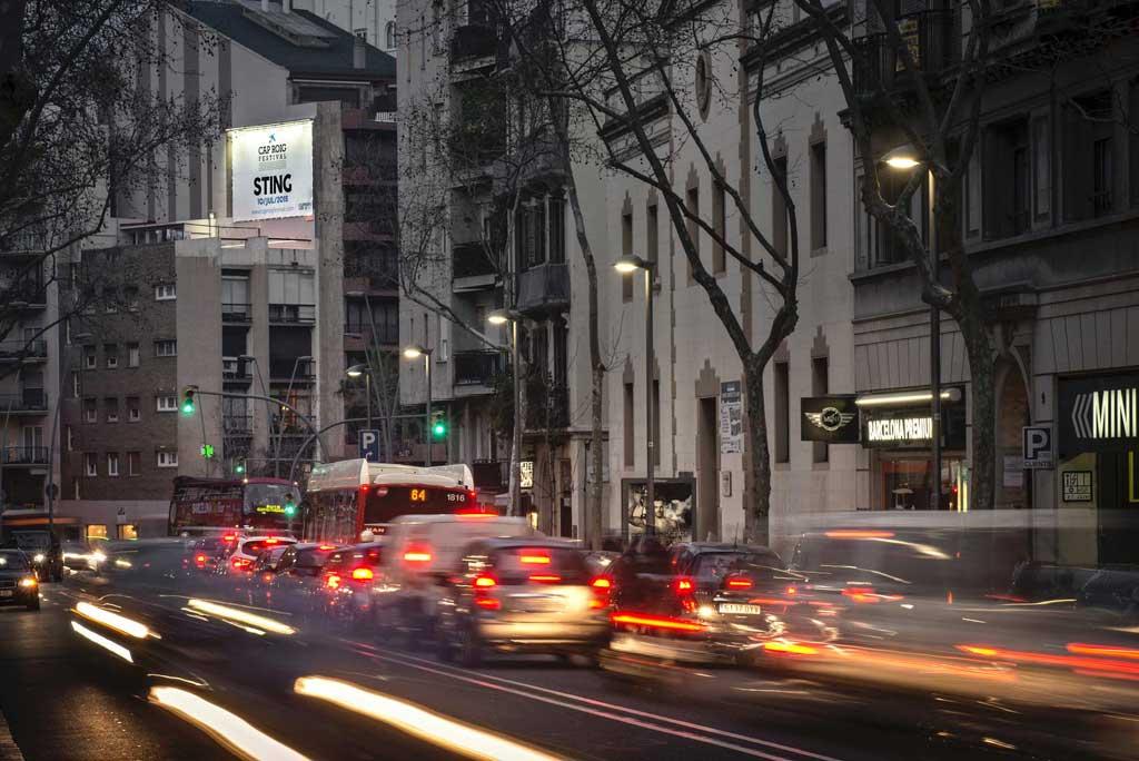 Publicidad Exterior: Circuito URVAN en Barcelona para EL FESTIVAL DE CAP ROIG, a través de soportes Pym's colocados en paredes medianeras de céntricos edificios.