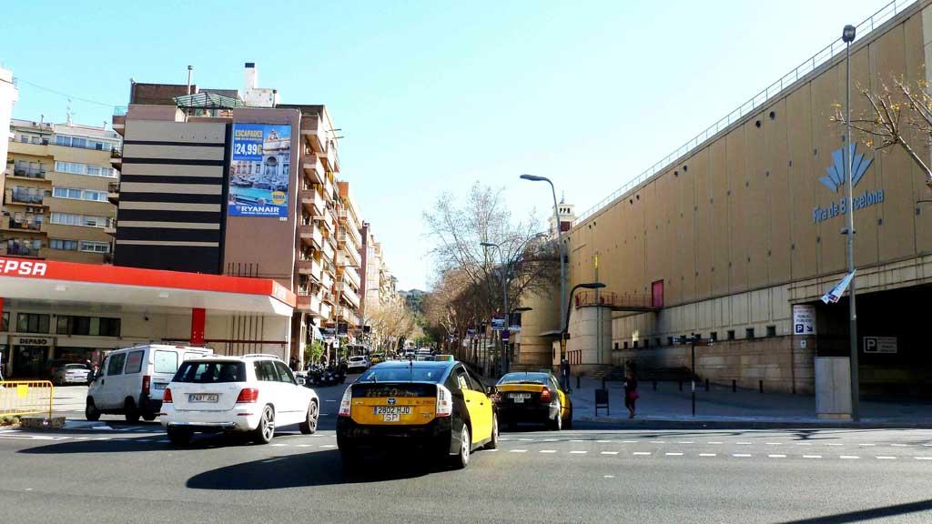 Publicidad Exterior: Circuito URVAN en Barcelona para RYANAIR, a través de soportes Pym's colocados en paredes medianeras de céntricos edificios.
