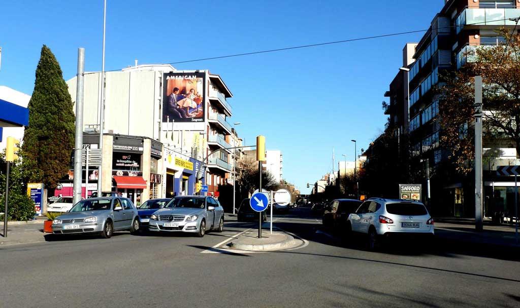 Publicidad Exterior: Circuito URVAN de Barcelona para Seagram's, Pym ubicado en la fachada de un céntrico edificio