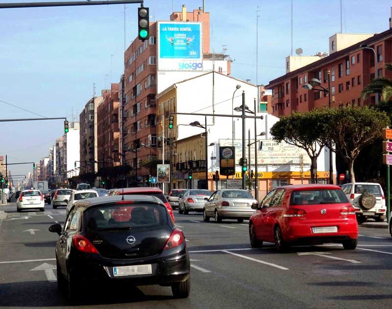 Publicidad Exterior: Circuito URVAN en Barcelona para YOIGO, a través de soportes Pym's colocados en paredes medianeras de céntricos edificios.