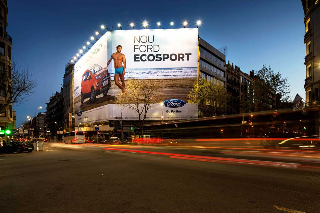 Publicidad Exterior: Lona Publicitaria para el Nuevo Ford Ecosport, ubicada en la fachada de un céntrico edificio de Madrid