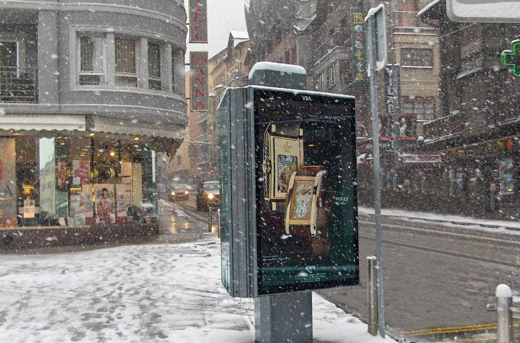 mobiliario-urbano-opi-publicidad-exterior-rolex-andorra-vsa-comunicacion