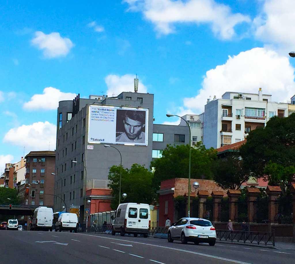 pym-medianera-publicidad-exterior-banco-sabadell-madrid-vsa-comunicacion