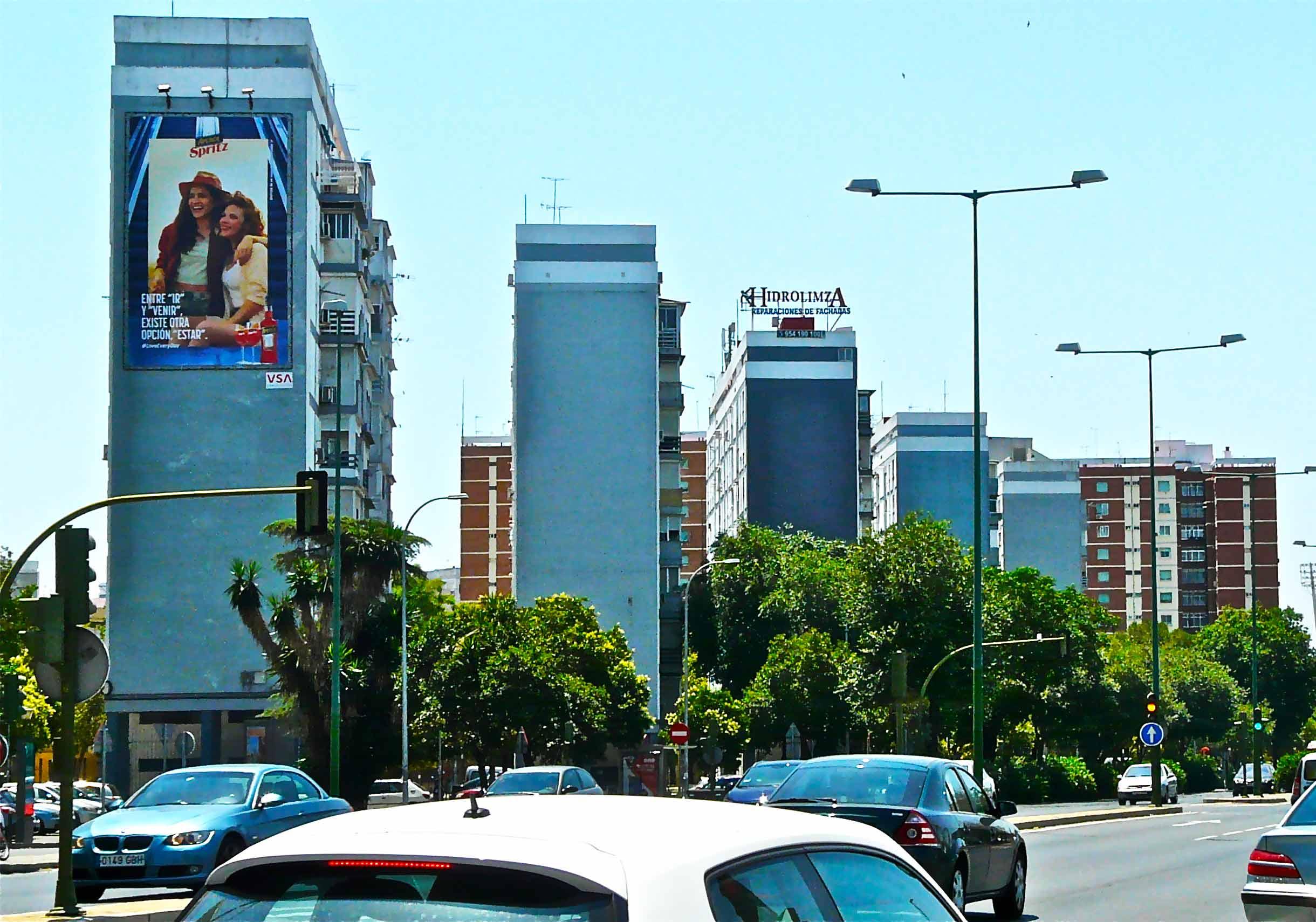 pym-medianera-publicidad-exterior-aperol-sevilla-vsa-comunicacion