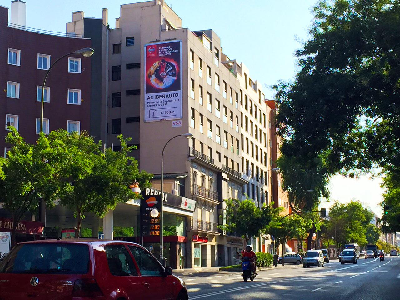 pym-medianera-publicidad-exterior-nissan-iberauto-agosto-madrid-vsa-comunicacion