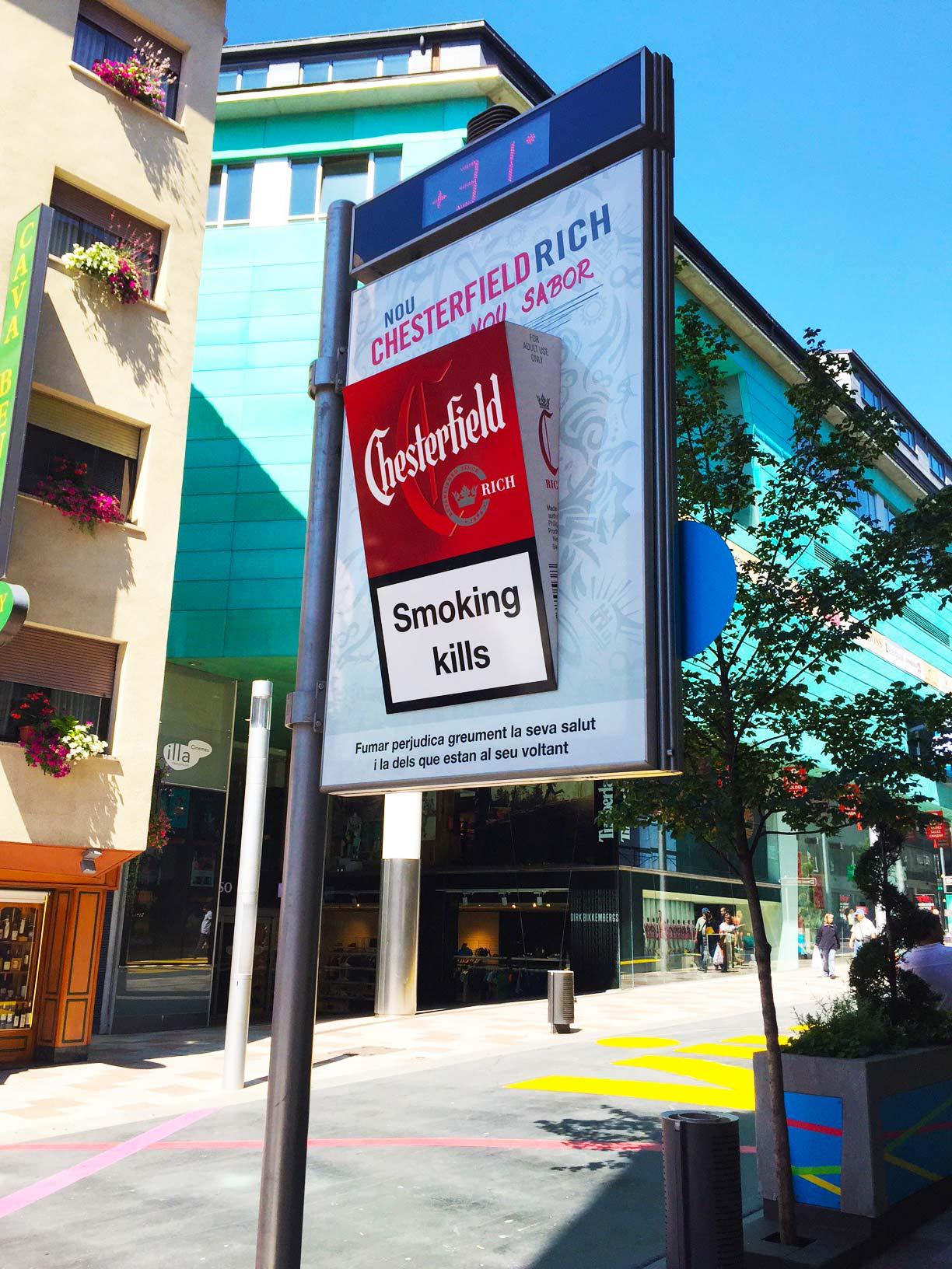 mobiliario-urbano-reloj-publicidad-exterior-chesterfield-2-andorra-vsa-comunicacion