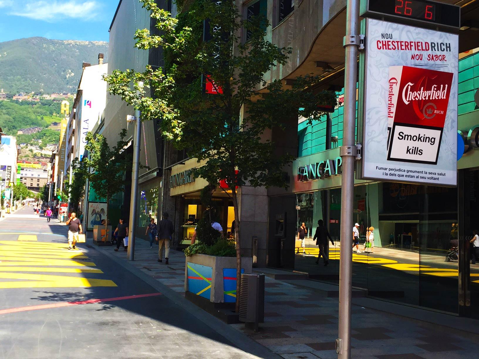 mobiliario-urbano-reloj-publicidad-exterior-chesterfield-andorra-vsa-comunicacion
