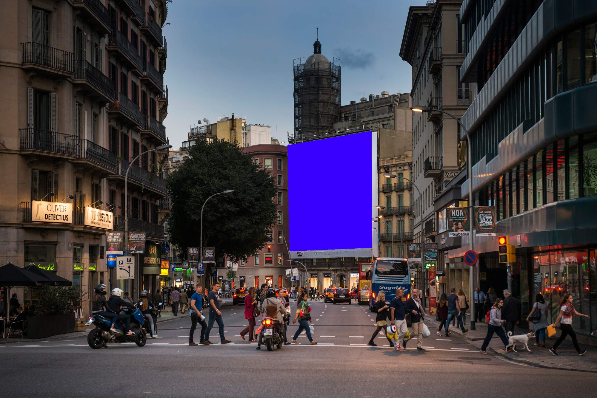 lona-publicitaria-barcelona-pelayo-frontal-faldon-azul-vsa-comunicacion