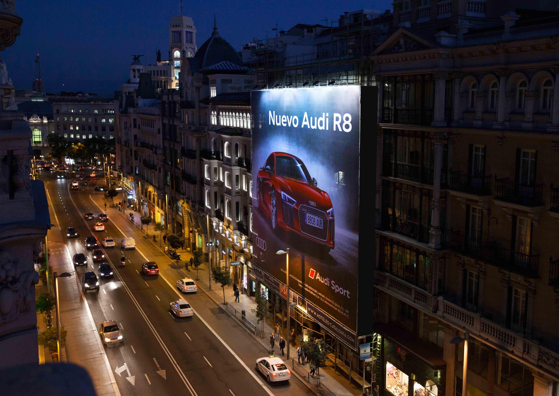 lona-publicitaria-madrid-gran-via-9--audi-r8-vsa-comunicacion