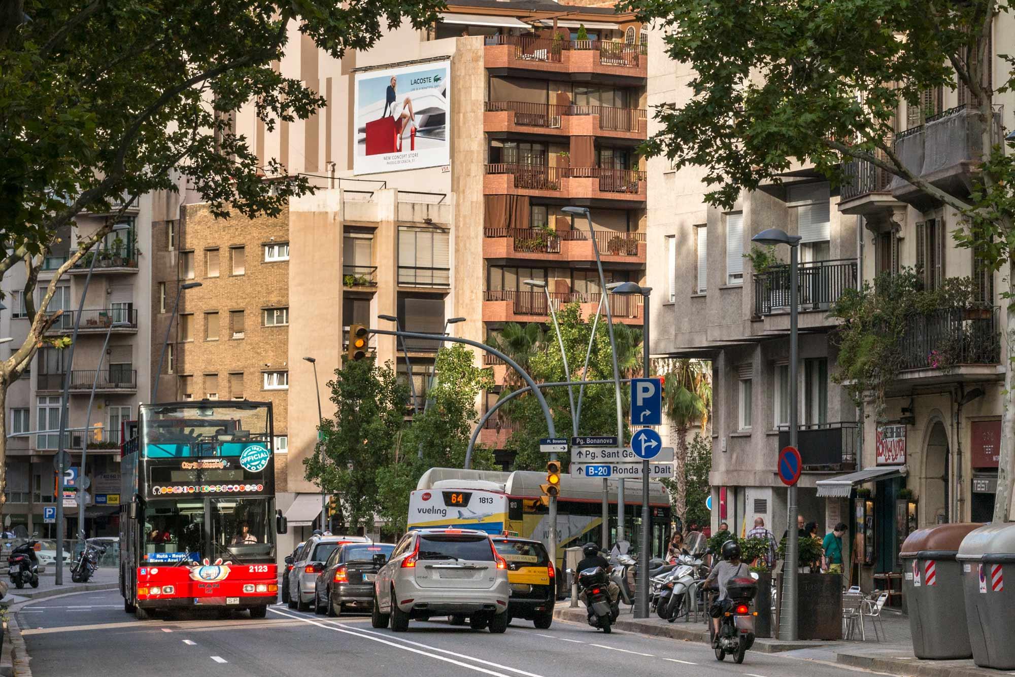 pym-medianera-publicidad-exterior-lacoste-dia-barcelona-vsa-comunicacion