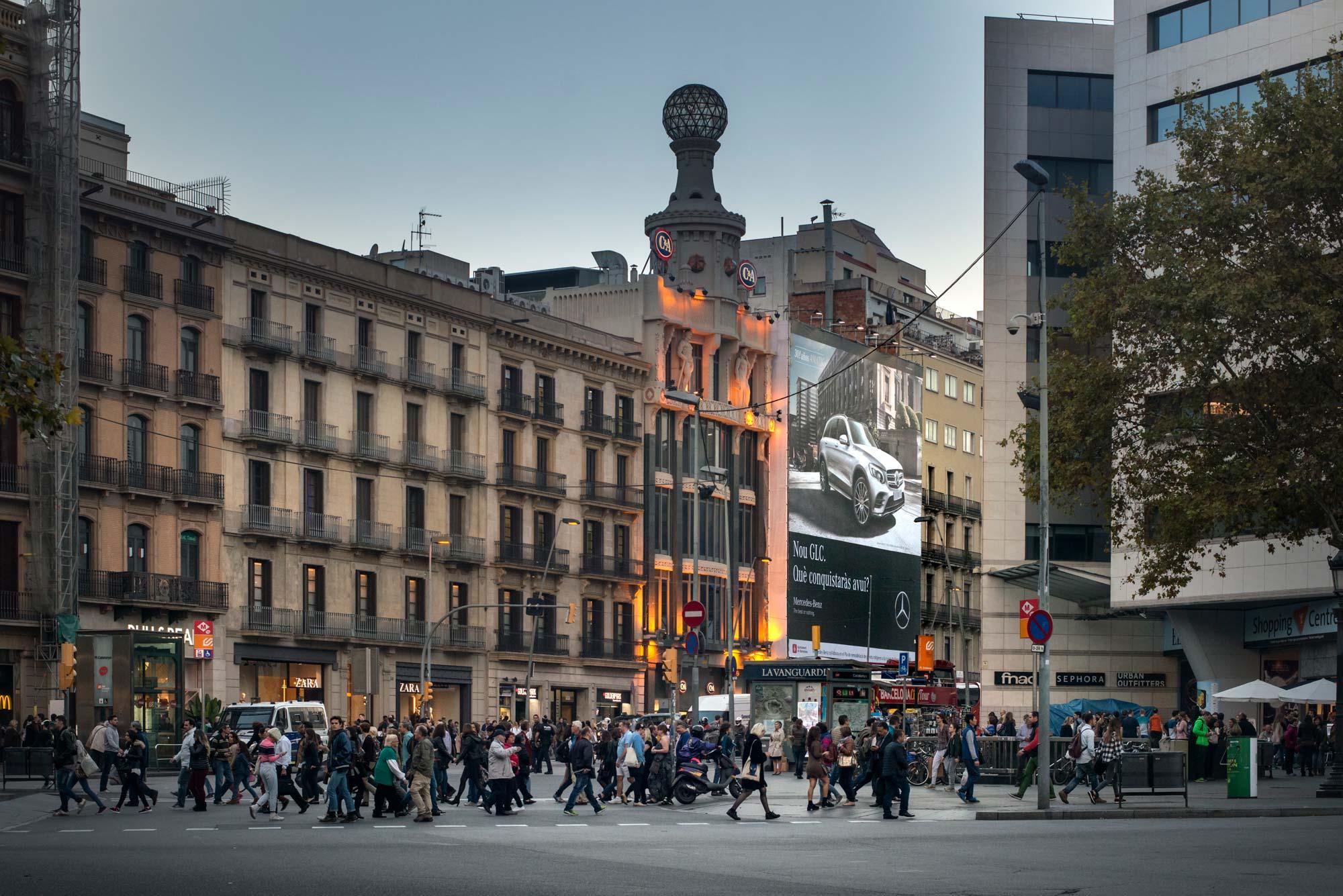 lona-publicitaria-barcelona-mercedes-glc-pelayo-frontal-vsa-comunicacion