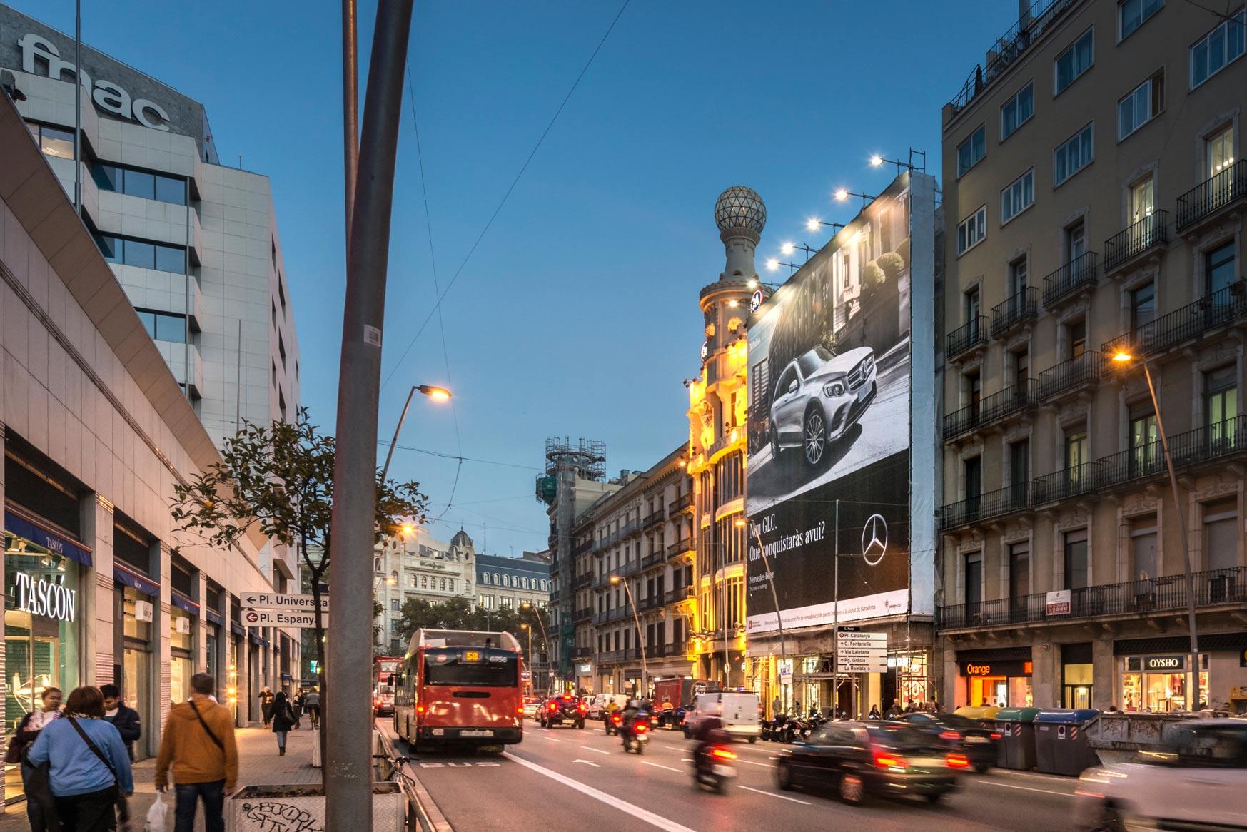 lona-publicitaria-barcelona-mercedes-glc-pelayo-lateral-vsa-comunicacion