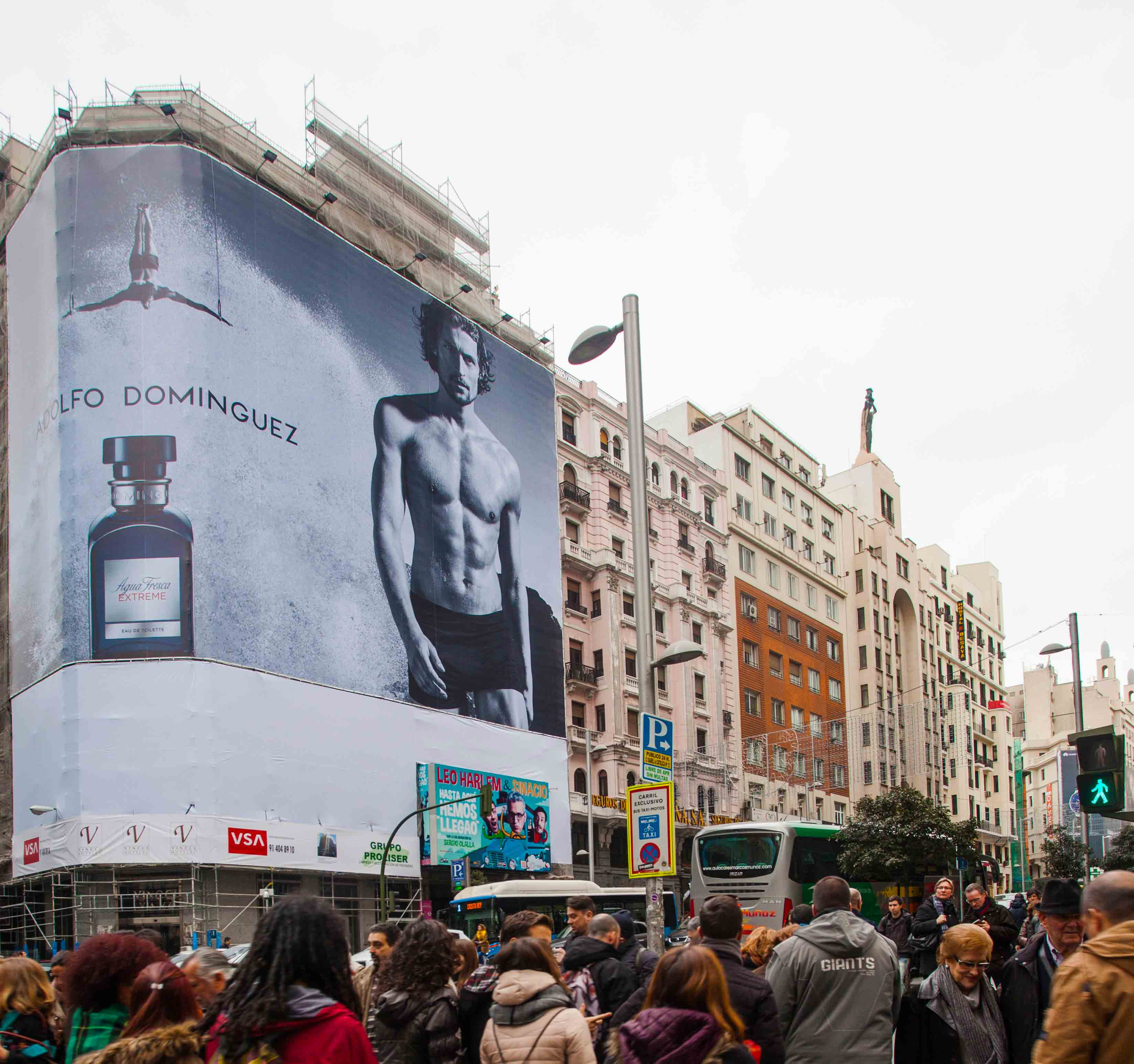 lona-publicitaria-madrid-gran-via-66-adolfo-dominguez-puig-vsa-comunicacion