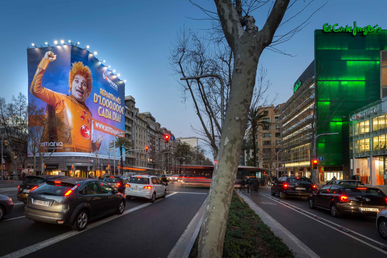 lona-publicitaria-barcelona-avenida-diagonal-598-botemania-vsa-comunicacion
