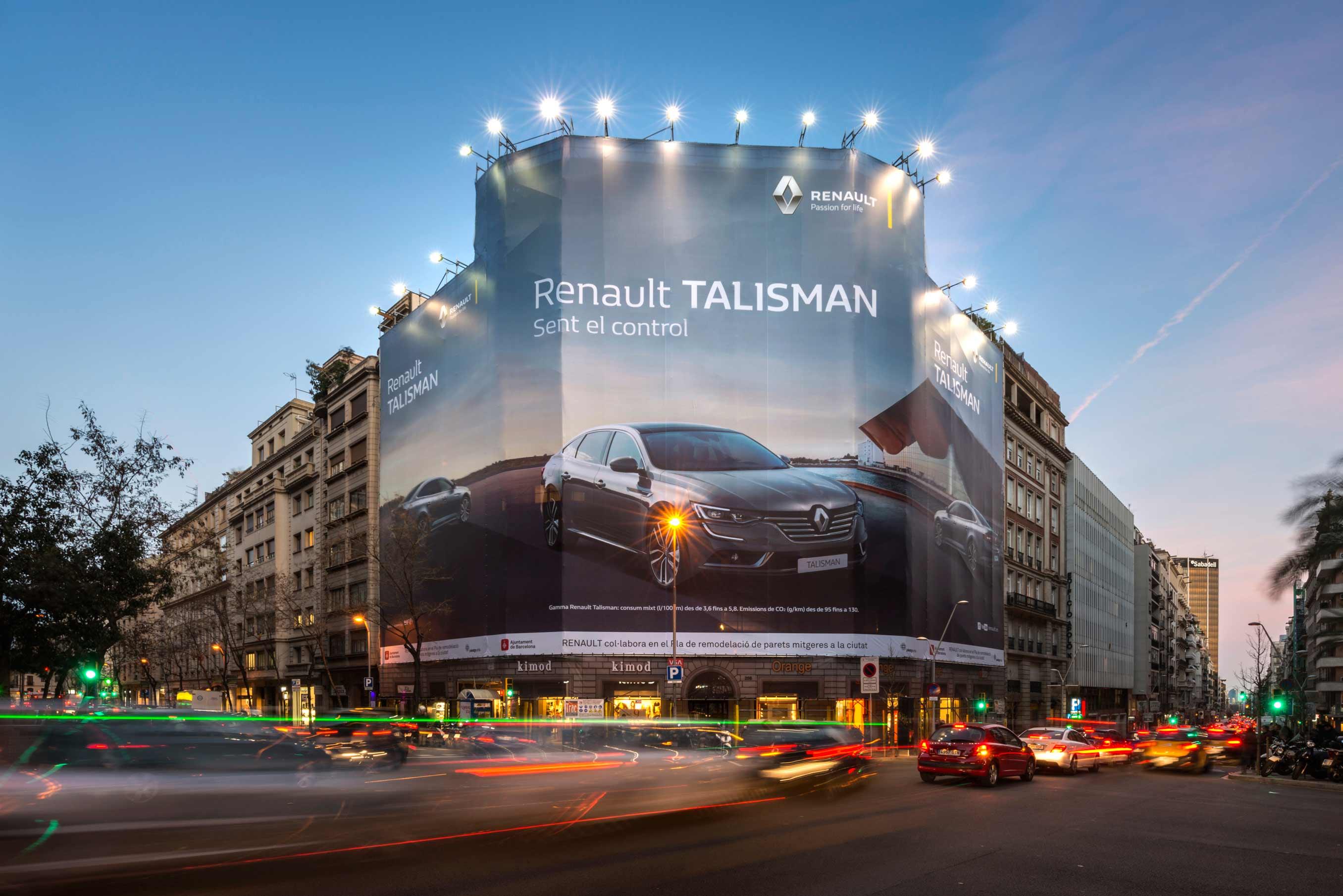 lona-publicitaria-barcelona-balmes-206-renault-talisman-vsa-comunicacion