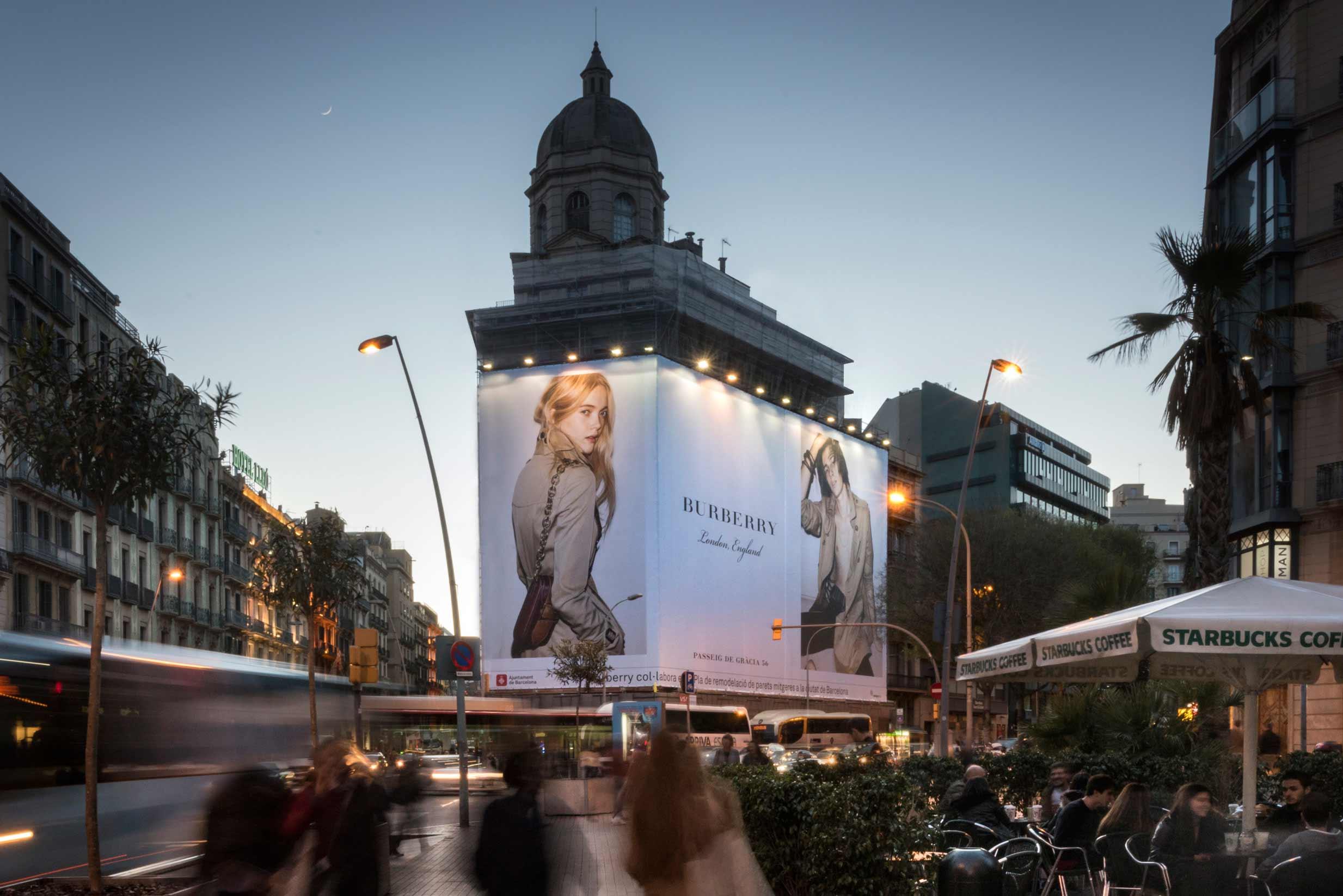 lona-publicitaria-barcelona-balmes-1-burberry-vsa-comunicacion