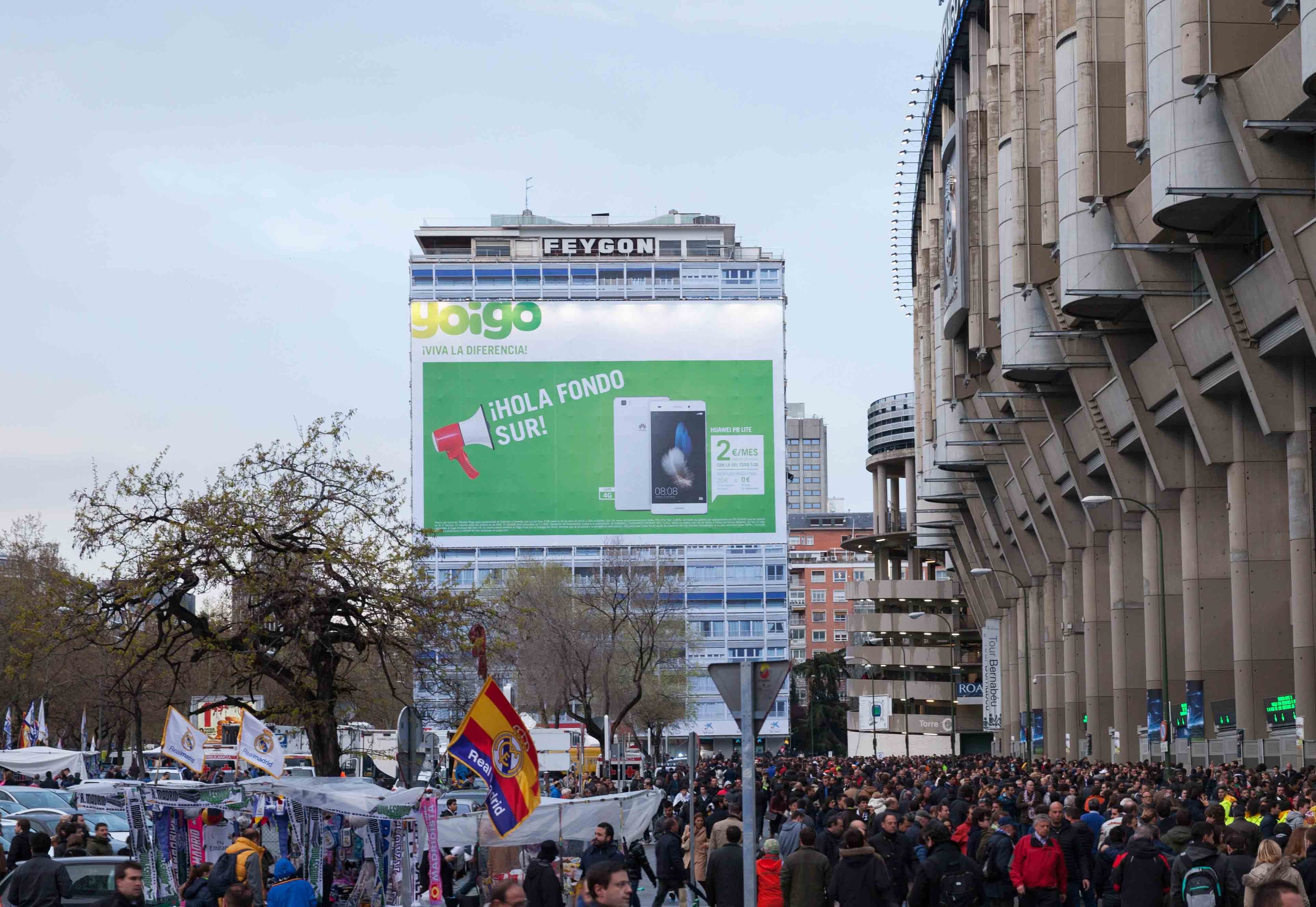 lona-publicitaria-madrid-paseo-castellana-144-feygon-sur-yoigo-bernabeu-vsa-comunicacion