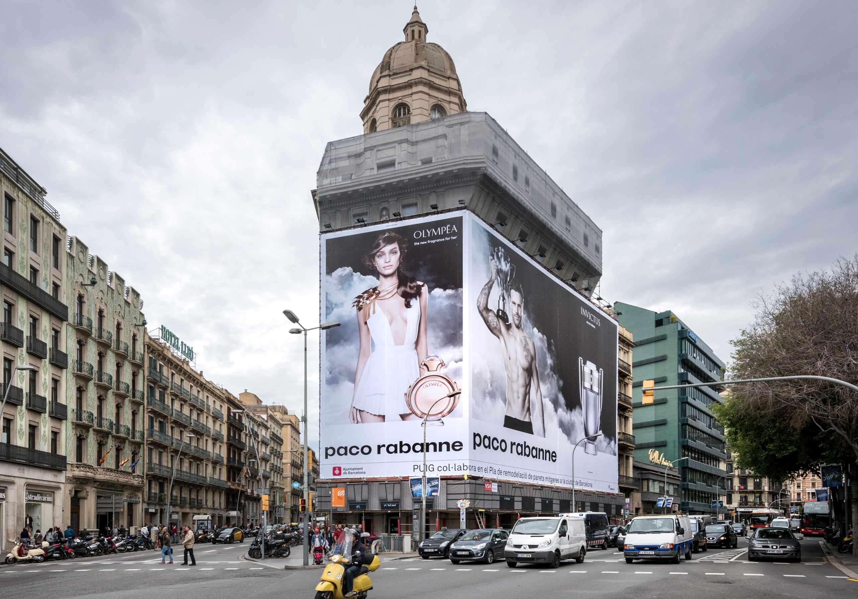 lona-publicitaria-barcelona-balmes-1-paco-rabanne-invictus-olympea-2-vsa-comunicacion