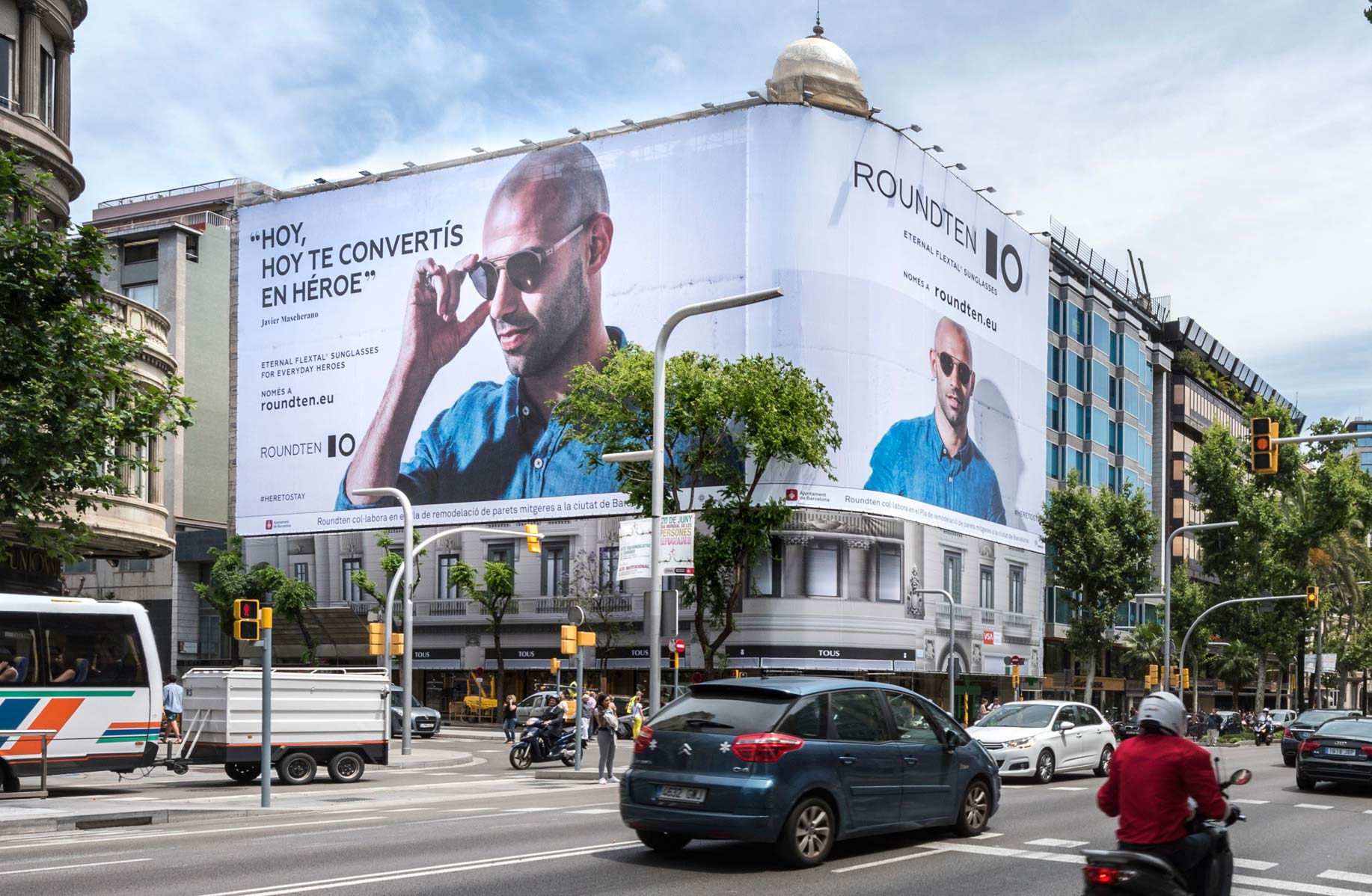 lona-publicitaria-barcelona-avenida-diagonal-478-roundten-javier-mascherano-cerca-vsa-comunicacion