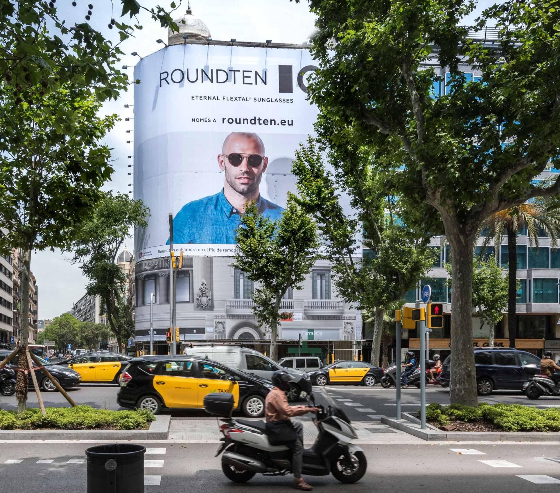 lona-publicitaria-barcelona-avenida-diagonal-478-roundten-javier-mascherano-frontal-vsa-comunicacion