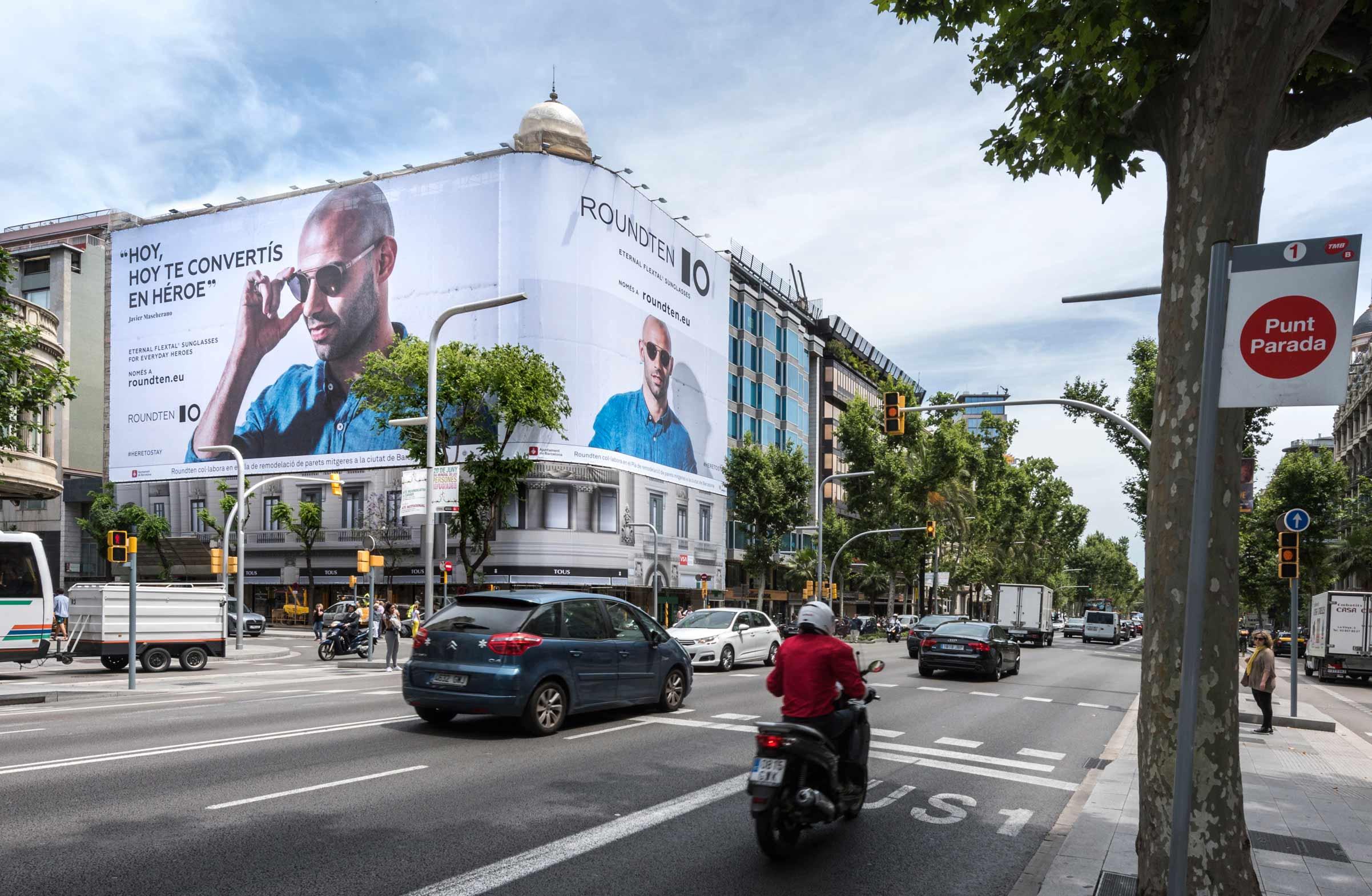 lona-publicitaria-barcelona-avenida-diagonal-478-roundten-javier-mascherano-lateral-vsa-comunicacion
