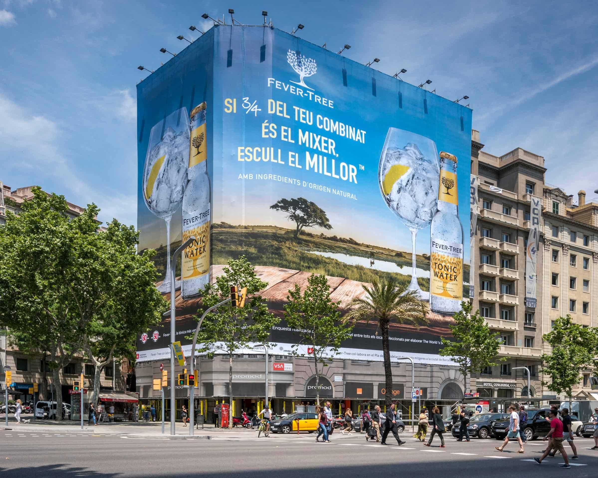 lona-publicitaria-barcelona-avenida-diagonal-598-fever-tree-panoramica-vsa-comunicacion
