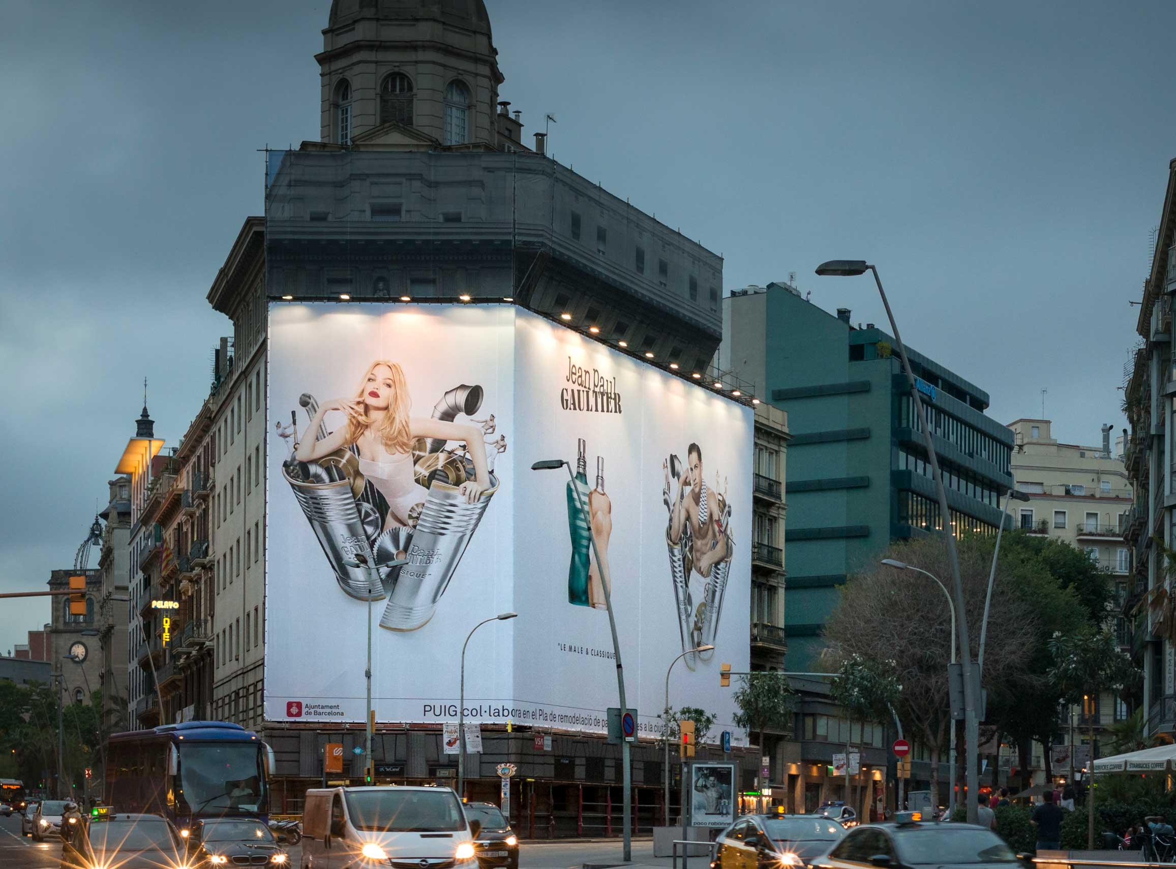 lona-publicitaria-barcelona-balmes-1-jean-paul-gaultier-male-classique-2-vsa-comunicacion