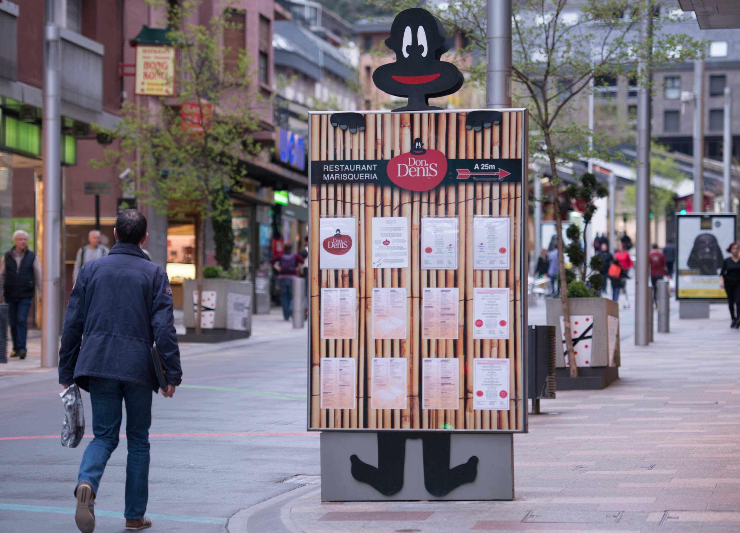 mobiliario-urbano-oppi-publicidad-exterior-don-denis-andorra-vsa-comunicacion