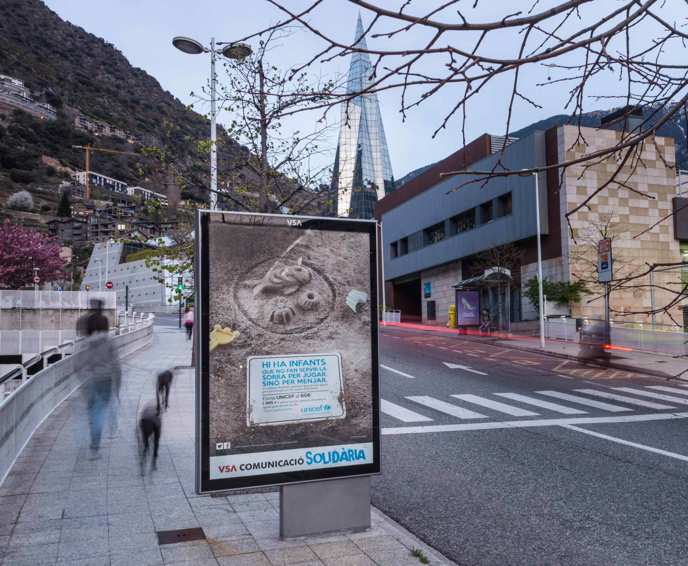 mobiliario-urbano-oppi-publicidad-exterior-unicef-andorra-rsc-caldea-vsa-comunicacion