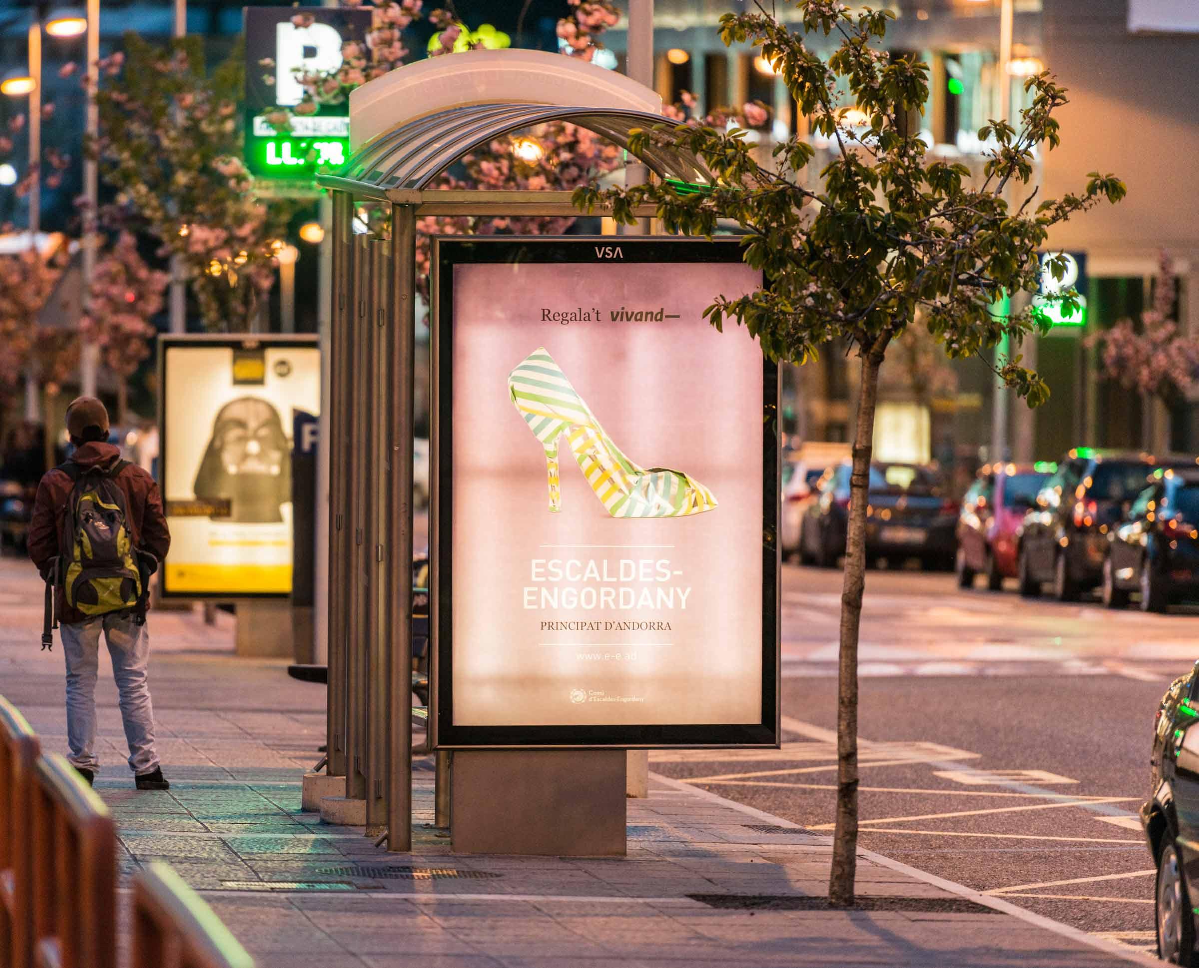 mobiliario-urbano-oppi-publicidad-exterior-vivand-escaldes-engordany-abril-vsa-comunicacion