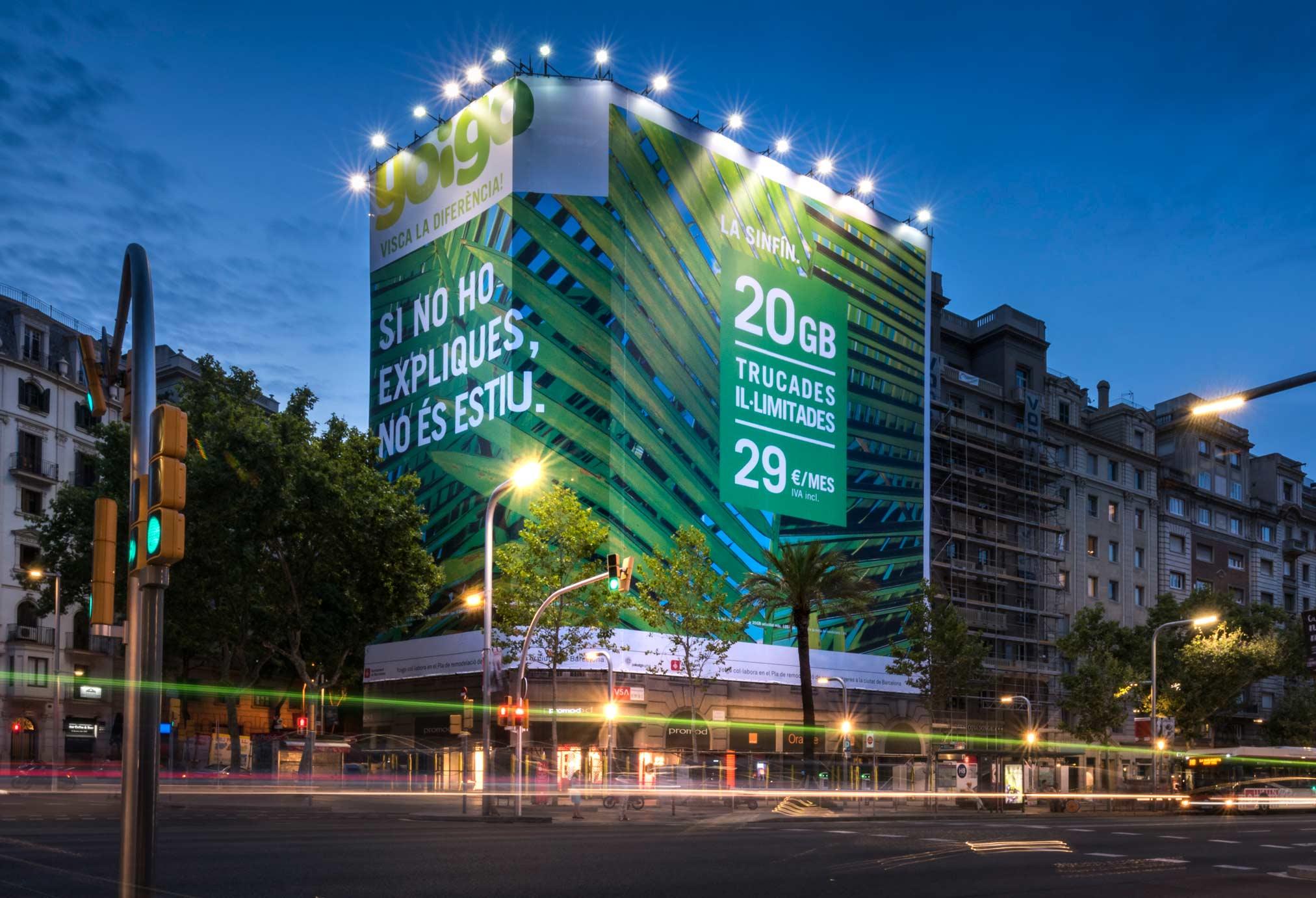 lona-publicitaria-barcelona-avenida-diagonal-598-yoigo-noche-vsa-comunicacion