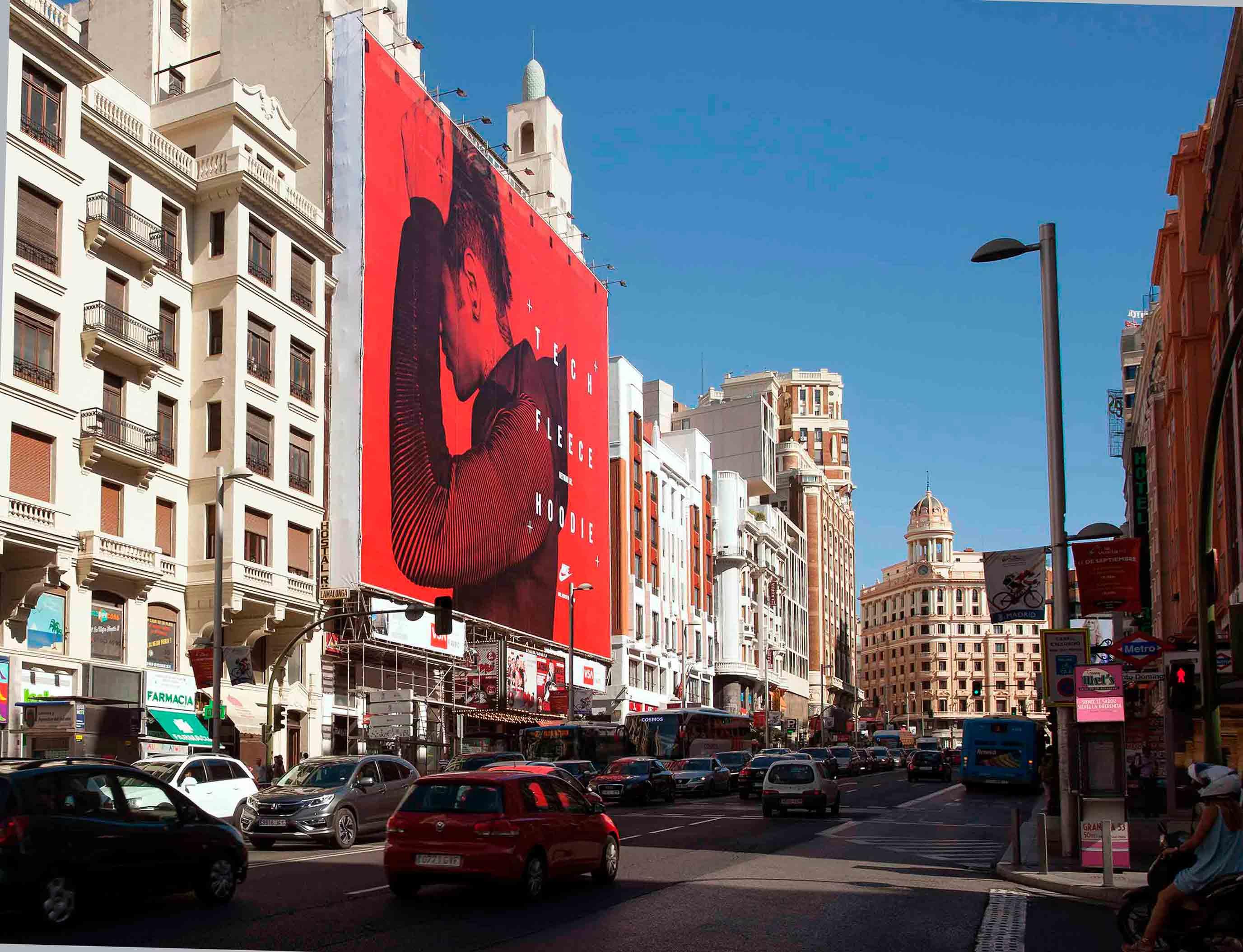 lona-publicitaria-madrid-gran-via-54-nike-tech-fleece-vsa-comunicacion
