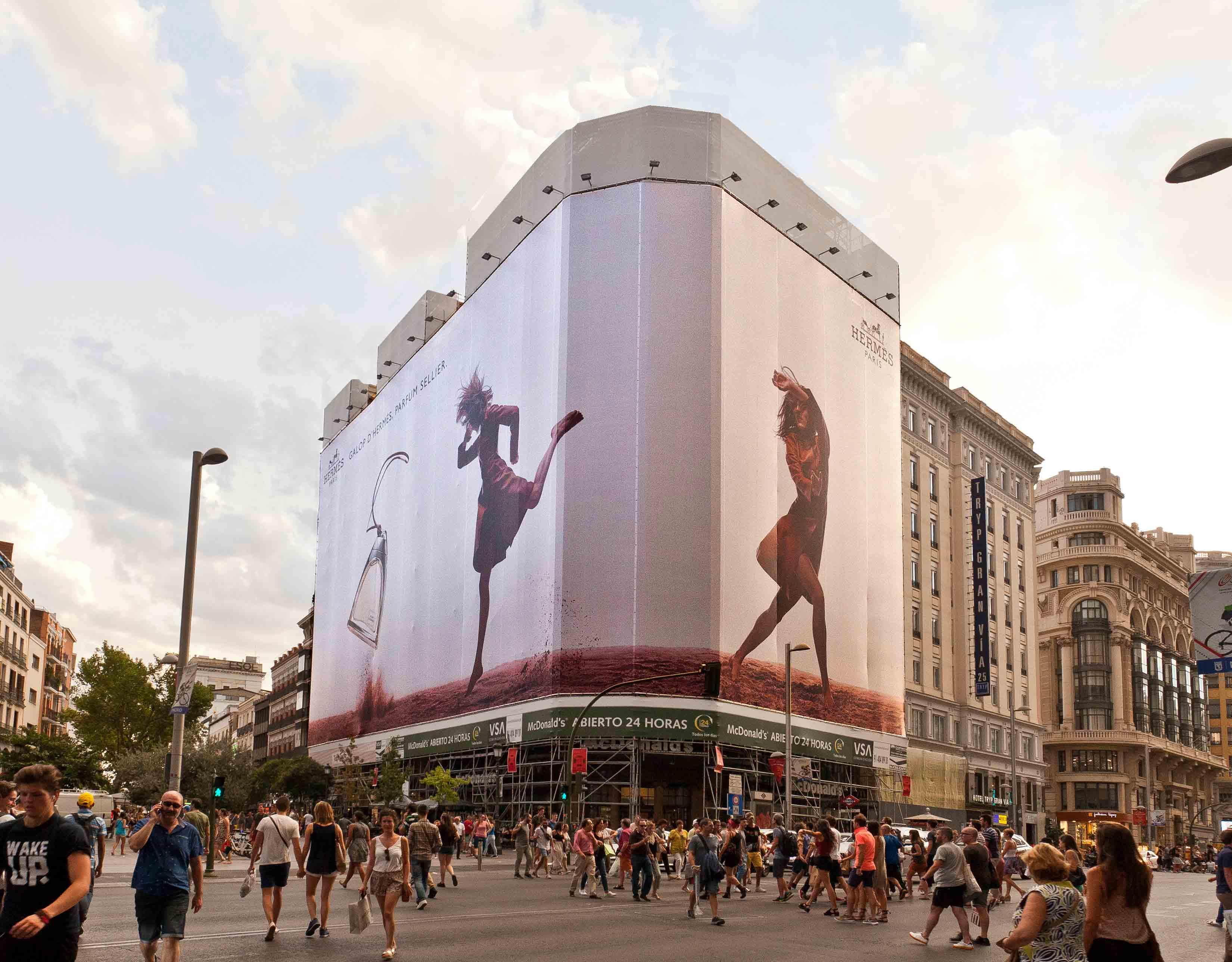 lona-publicitaria-madrid-montera-47-hermes-dia-vsa-comunicacion