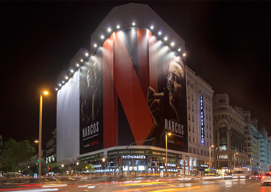 lona-publicitaria-madrid-montera-47-netflix-narcos-octubre-vsa-comunicacion