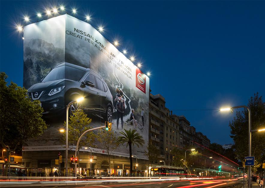 lona-publicitaria-barcelona-avenida-diagonal-598-nissan-x-trail-vsa-comunicacion