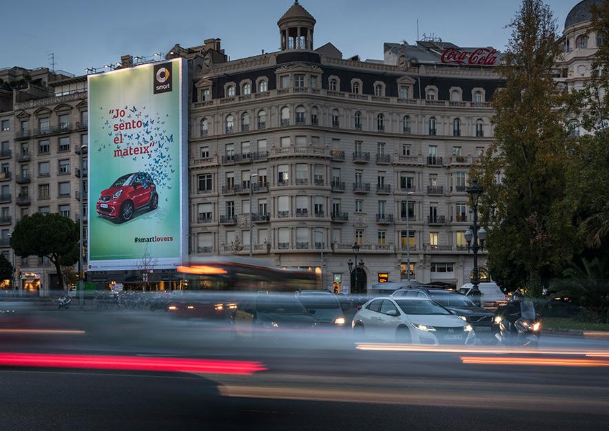 lona-publicitaria-barcelona-avenida-pau-casals-4-lejos-smart-mercedes-vsa-comunicacion