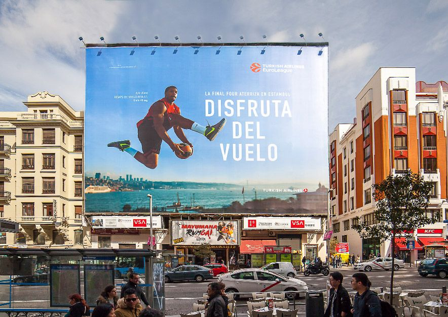 lona-publicitaria-madrid-gran-via-54-turkish-airlines-dia-vsa-comunicacion