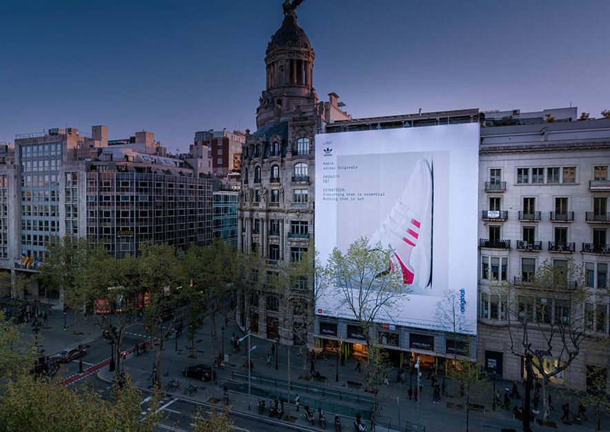 lona-publicitaria-barcelona-paseo-de-gracia-23-adidas-vsa-comunicacion