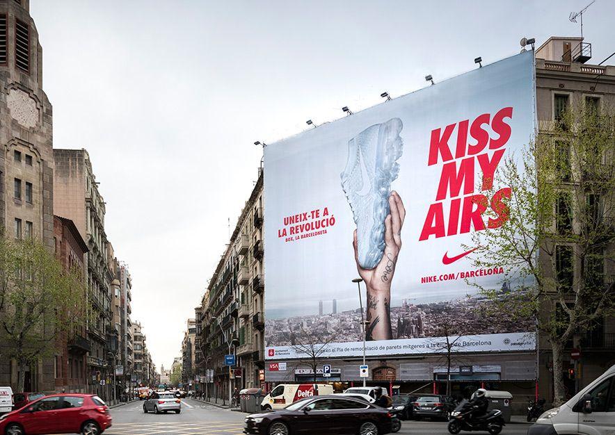 lona-publicitaria-barcelona-valencia-242-balmes-nike-vsa-comunicacion