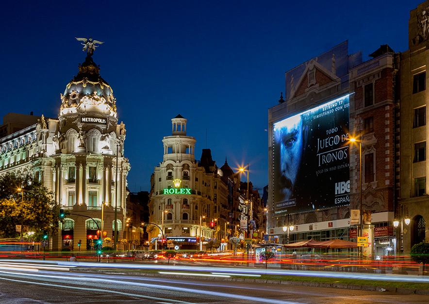 lona-publicitaria-madrid-alcala-43-hbo-noche-vsa-comunicacion