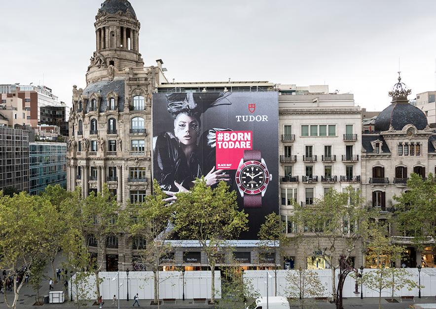 lona-publicitaria-barcelona-paseo-de-gracia-23-tudor-slide-2-vsa-comunicacion