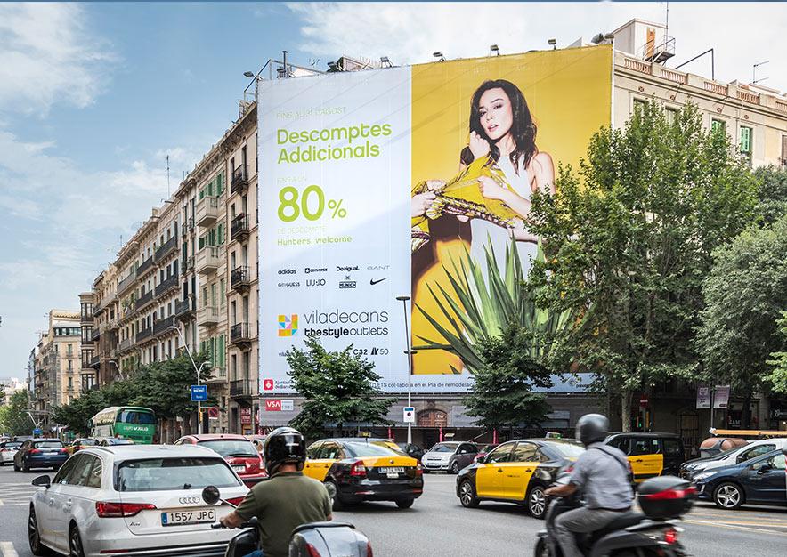 lona-publicitaria-barcelona-valencia-242-outlet-viladecans-dia-vsa-comunicacion
